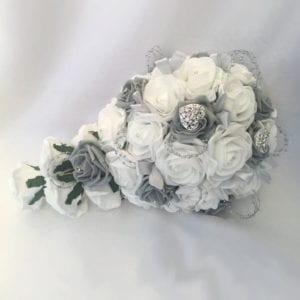 Artificial wedding flowers brides teardrop - Roses and Hearts