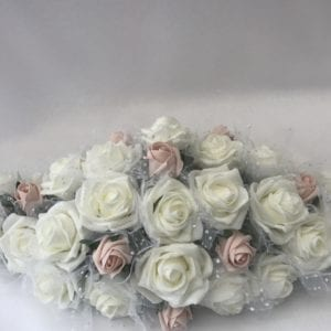 netted roses top table decoration