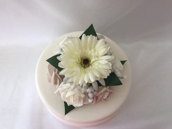 pearls cake topper