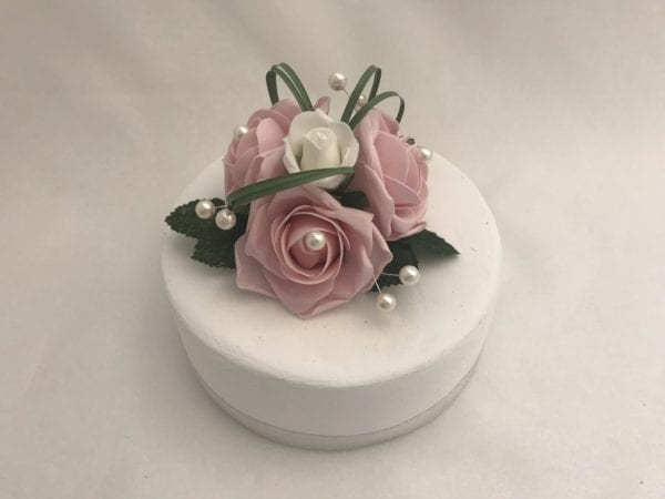 cake topper looped grass and pearls